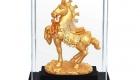 tượng ngựa mạ vàng 3